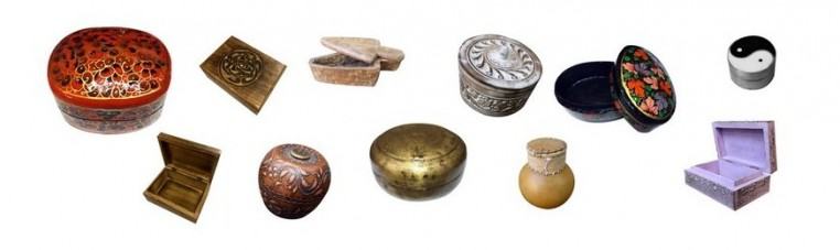 Wooden boxes, paper, decorated, carved, of various sizes and various materials.